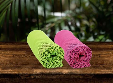8b076f5ce384 Chladiaci uterák – perfektné osvieženie v horúcich letných dňoch na výber v  zelenej a ružovej farbe