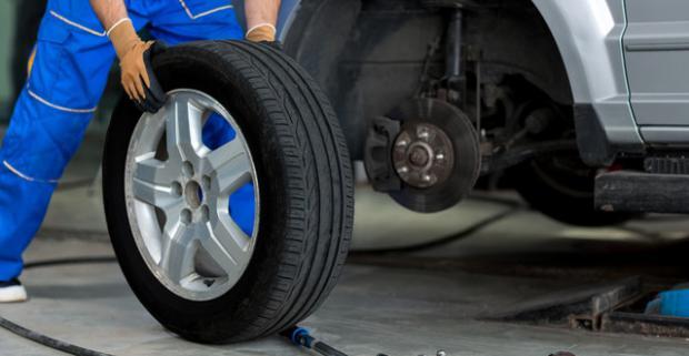Kvalitná a rýchla výmena pneumatík s možnosťou výberu z viacerých variánt služby aj s možnosťou uskladnenia v pneuservise AGLOMA.