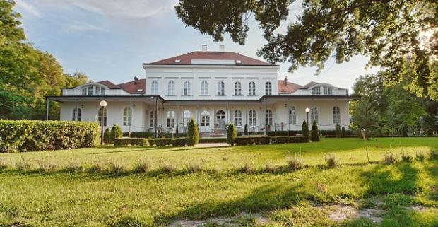 Prežite krásne momenty v luxusnom maďarskom hoteli, ktorý spája honosnosť šľachtických dvorov so súčasným komfortom a gurmánskymi zážitkami.