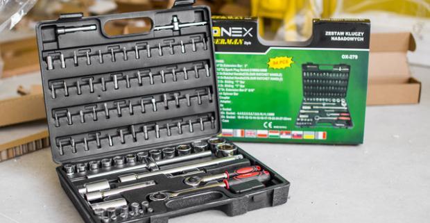 Pomocník, ktorý vyrieši každý problém v domácnosti. GOLA sada značky Onex v praktickom kufríku obsahuje 94 dielov z pevného CR-V materiálu.