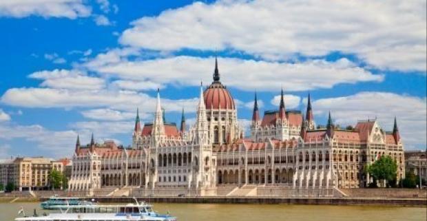 Prežite nezabudnuteľný rodinný víkend v luxusnom 4* Expo Congress Hoteli v centre Budapešti s polpenziou a neobmedzeným wellness.