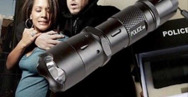 Policajná baterka SWAT alebo policajná baterka s paralyzérom a zdarma obranný sprej. Praktická pomôcka do kabelky pre každú ženu.
