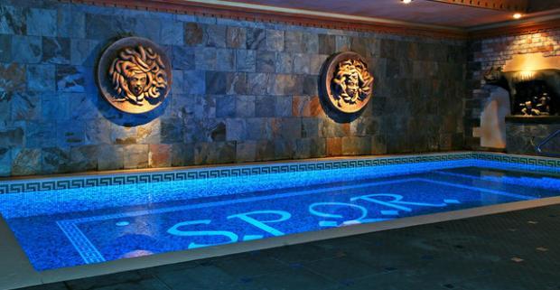 Oddych vnajväčších rímskych kúpeľoch S.P.Q.R. v Košiciach. Vychutnajte si luxusný pobyt pre 2 osoby v hoteli Privilege****.