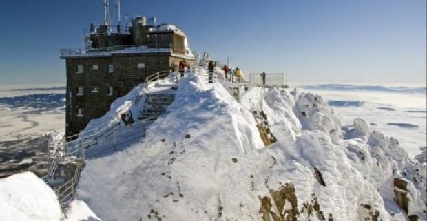 Užite si dovolenku v rodinnom 3* hoteli Lesana uprostred Vysokých Tatier. Tešiť sa môžete na polpenziu a neobmedzený vstup do wellness.