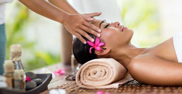 Aj šťastie sa dá kúpiť - v podobe masáže. Starosti počkajú, teraz je čas na načerpanie novej energie na jednej z masáží v Sanasume.