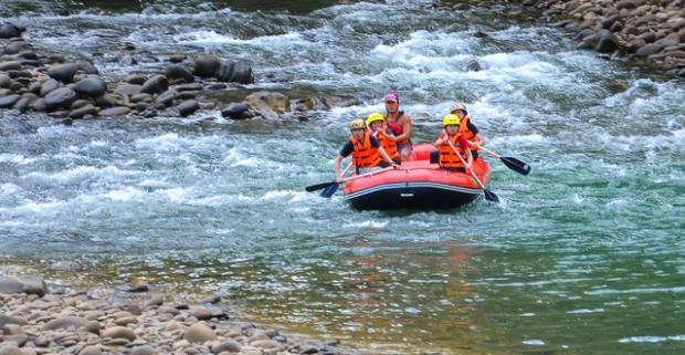 Nezabudnuteľný splav rieky Belá s HD videom z raftu. Spoznajte krásu rieky a pokorte jej dravosť na splave plnom adrenalínových zážitkov.