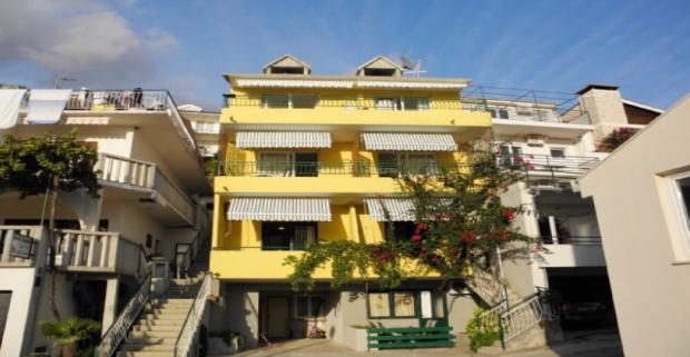 Prežite nádhernú dovolenku na turisticky obľúbenej Makarskej riviére. Ubytovanie ideálne pre 4 osoby vám poskytnú Apartmány Katić.