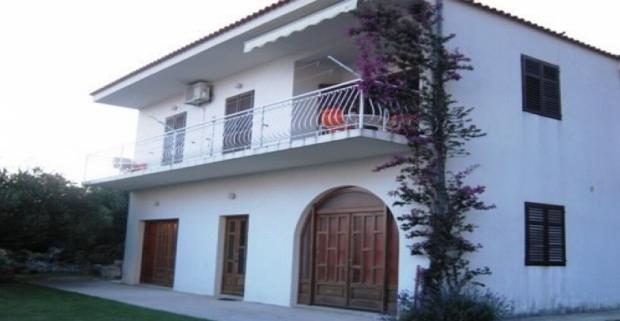 Spoznajte s nami pobrežie Makarskej rivéri v Chorvátsku! Komfortné ubytovanie na súkromí ideálne pre 4 osoby ponúkajú Apartmány Mladen.