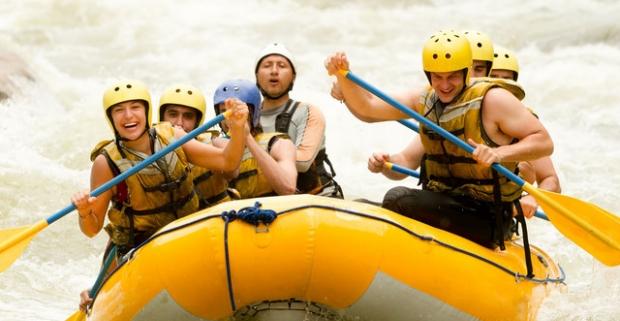 Zdolajte na rafte kanál víťazov alebo si užite pokojný splav rieky Váh. Skvelá aktivita pre začiatočníkov aj skúsených rafterov.
