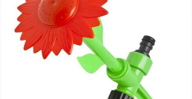 Zaujímavá a veselá polievacia hlavica do zeme v tvare kvetu. Dá sa zapichnúť až 14 cm do zeme s možnosťou prepojenia za sebou.