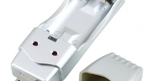 Unikátna nabíjačka batérií, ktorá k svojej prevádzke nepotrebuje elektrickú zásuvku, ale vystačí si s počítačom a USB rozhraním.