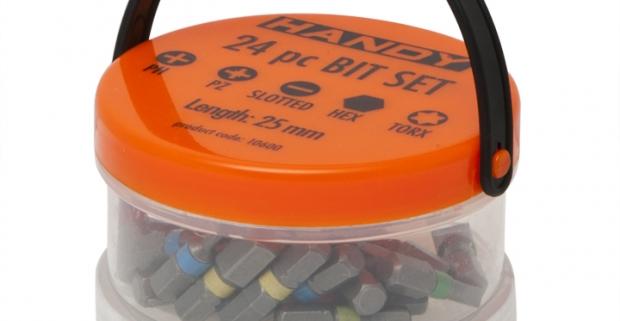 Fantastická univerzálna 24 kusová sada precíznych bitov rôznych veľkostí v uzatvárateľnej plastovej krabičke s rúčkou.