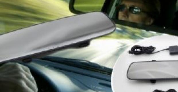 Skvelý prehľad o dianí na ceste nielen pred vozidlom, ale aj za ním budete mať vďaka spätnému zrkadlu s HD kamerou a 4,3