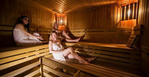 Vstúpte do sveta relaxu a doprajte sebe či najbližším vianočnú relaxačno-detoxikačnú masáž s množstvom procedúr v SPA centre Prerelax.