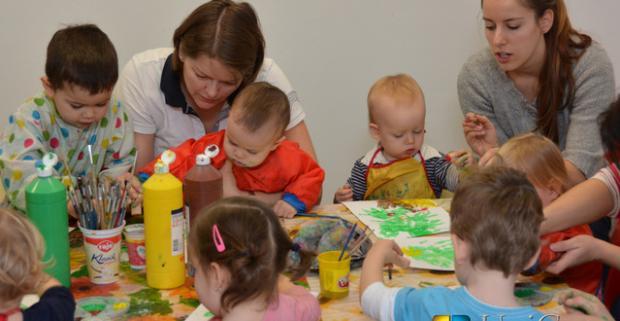 Krúžky pre deti a kurzy pre mamičky z ponuky UniCare centra. Kreslenie, šikovné rúčky, angličtina, spev, pilates, joga, baby masáže a iné.