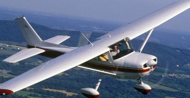 Svet je krajší zhora – lietanie s možnosťou pilotovania. Adrenalín stúpa, tep sa zrýchlil. Ale ten výhľad! To je niečo, na čo nezabudnete.