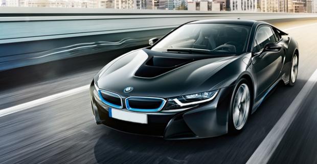 Darujte sebe alebo svojim známym nezabudnuteľnú jazdu na hybridnom superšporte BMW i8 - vrátane všetkých nákladov v Trenčíne a Bratislave.
