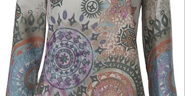 Dámska blúzka s výrazným farebným vzorom a s okrúhlym výstrihom. Pohodlný strih je vhodný pre každú postavu. Ideálne oblečenie do práce.