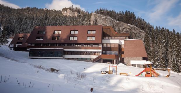 Zimný relax s Chopkom na dlani vo Wellness hoteli *** Repiská v Nízkych Tatrách. Užite si s celou rodinou nezabudnuteľnú zimnú dovolenku.