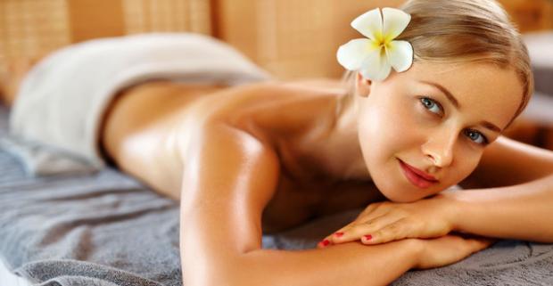Nechajte sa unášať vôňou ďalekej exotiky v raji oddychu a relaxu vďaka 5 vianočným masažnym balíčkom v Ayurasan massages & relax centre.