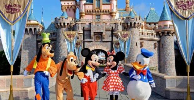 Neváhajte a poďte s nami a prežite skvelé 4 dni. Jedinečná návšteva Disneylandu v Paríži so záverečným ohňostrojom.