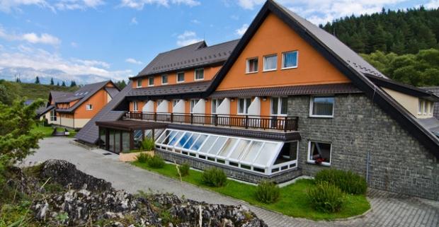 Fantastické jarné prázdniny vo Vysokých Tatrách. Rodinný relaxačný pobyt v hoteli Sipox*** s polpenziou a zľavou na celodenné skipasy.