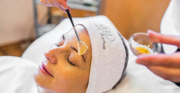 Hydratačné ošetrenie pre všetky typy pleti alebo korekčné ošetrenie pre problematickú a mastnú pleť profesionálnou kozmetikou v Beauty Zone.