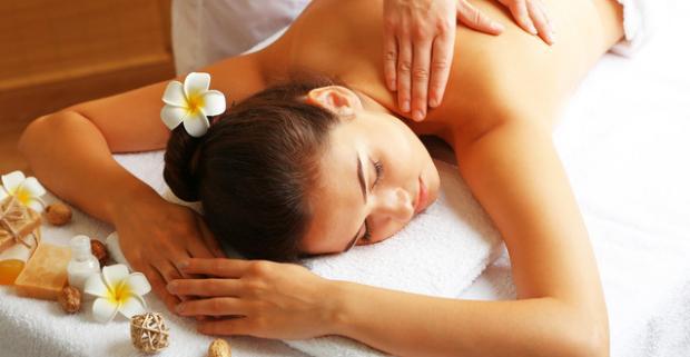 Vianočné prekvapenie v podobe horúcich exotických masážnych balíčkov Karibská búrka alebo Tanec slnka v Ayurasan massages & relax.