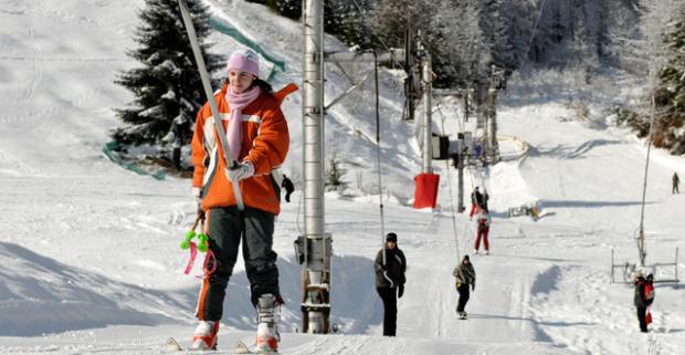 Zahájte zimu perfektnou lyžovačkou. Silvester či super lyžovačka s ubytovaním, raňajkami a fínskou saunou v hoteli Biele Vody v Hriňovej.
