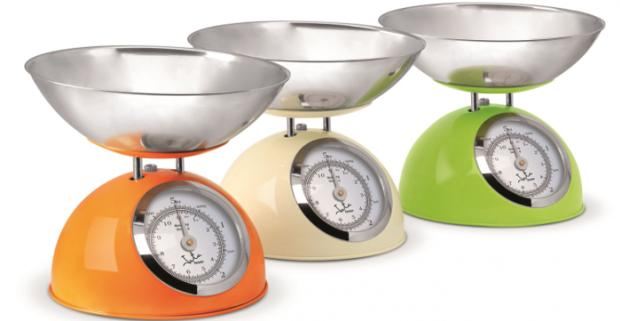 Retro mechanická kuchynská váha JATA 612BL do 5 kg s presnosťou váženia 25g. Jednoduchá stupnice a funkcie nulovania.