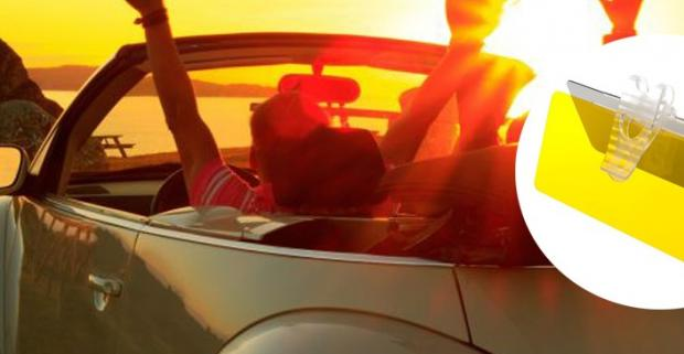 Vyrazte na cestu proti slnku s bezpečným výhľadom na vozovku. Pripevnite clonu Clear Visor na clonu v aute a zaručte si jasný výhľad.