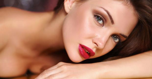 Byť krásnou a neodolateľnou 24 hodín denne sa dá. Zmyselné obočie, plné pery a upravené linky vďaka permanentnému make-upu.