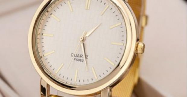 a50dbd02a Elegantné dámske hodinky v zlatej farbe podčiarknu vašu prirodzenú ženskú  krásu. Urobte si radosť novými hodinkami.