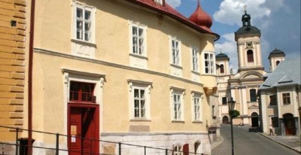 Preneste sa v čase a spoznajte krásy mestečka Banská Štiavnica. Pobyt v penzióne Cosmopolitan s polpenziou a bowlingom + dieťa do 6r zdarma.