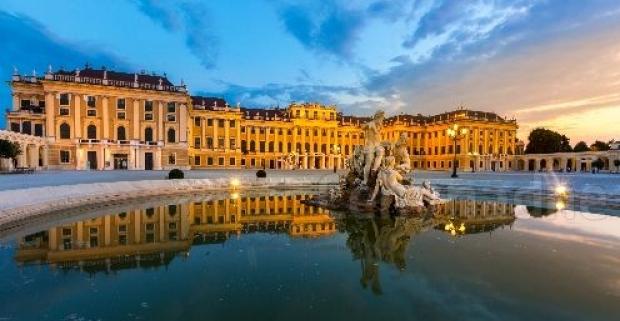 Užite si romantickú Viedeň s bufetovými raňajkami na streche 3* hotela siete HB1, s výhľadom na zámok a kráľovské záhrady Schönbrunn.