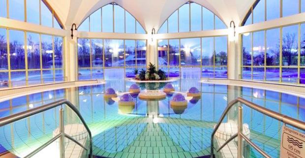 Zabudnite na všetky starosti a vydajte sa na dovolenku do maďarského kúpeľného mestečka Sarvár. Wellness pobyt v hoteli Park Inn****.