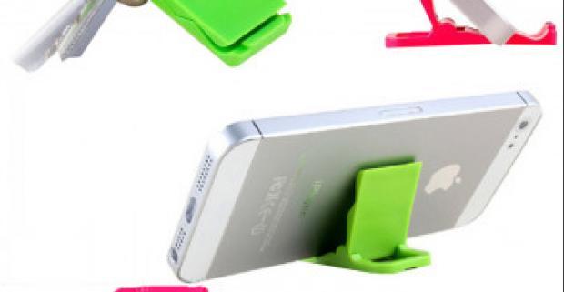Praktický stojan na telefón vo veľmi malých rozmeroch, ktorý si môžete ľahko pripnúť na kľúče a nebude vám nikde prekážať.