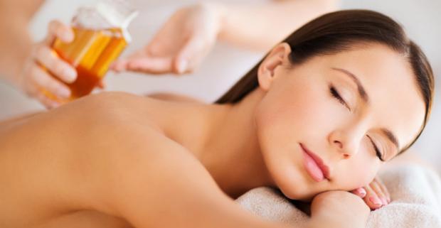 Celotelová thajská a reflexná masáž nôh či bylinková masáž, ktorá uvoľní stuhnuté svaly, zregeneruje telo a zlepší váš imunitný systém.