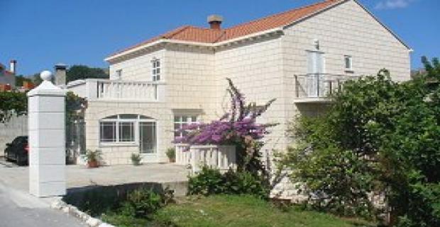 Vychutnajte si dokonalú dovolenku na chorvátskej riviére Dubrovnik. Ubytovanie nájdete v Apartmáne a Izby Nine vzdialených 50m od pláže.