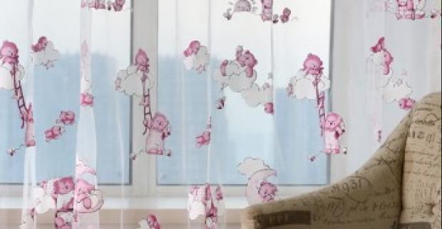 3472ee368a580 Záclona s ružovými medvedíkmi do dievčenskej detskej izby. Odporúčame prať  vo vlažnej mydlovej vode a nežehliť.