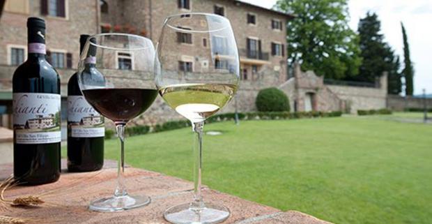 Luxusný relax v Toskánskych viniciach s raňajkami. Relaxujte spolu s deťmi pri bazéne, pri víne v krásnom prostredí v 4* Villa san Filippo.