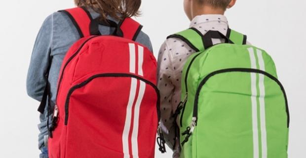 4cd79db6feea Pruhovaný školský batoh - pohodlná a praktická školská…