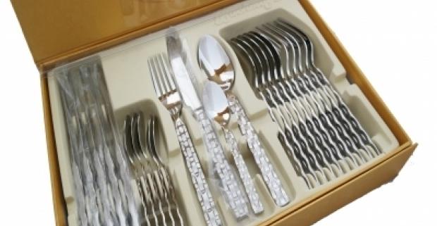 Luxusný set príborov z ušľachtilej ocele. Set obsahuje 24 kusov elegantne vyhotoveného príboru na špeciálne udalosti.