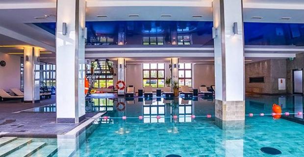 Túžite po oddychu v horách? Oáza luxusu pri úpätí majestatných Tatier – polpenzia, bazén, sauna a jacuzzi v cene.