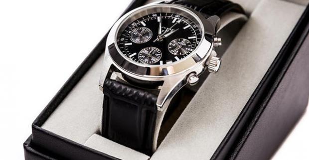 b10beb932 Elegantné a štýlové pánske hodinky model GFF Chronograph. Rýchlosť plynutia  času sa nedá zmeniť. Elegancia, s akou ho trávime, áno.
