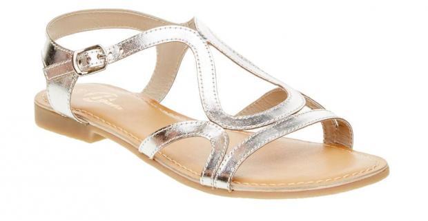 947bab02123e Elegantné dámske sandále na nízkom podpätku a s koženou podšívkou tvorí  niekoľko kožených remienkov so zapínaním okolo členku.