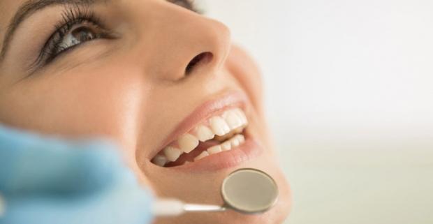 Odborná starostlivosť je základom pre krásny a zdravý úsmev. Dve dentálne hygieny v ročnom programe starostlivosti pre deti aj dospelých.
