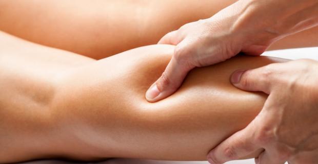 Manuálna lymfodrenážna masáž proti celulitíde. Lymfodrenáž vás uvoľní, zrelaxuje a pomôže odľahčiť unavené nohy.
