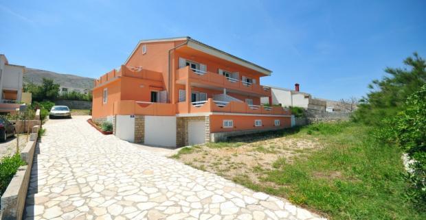 Spoznajte krásy chorvátského ostrova Pag. Ubytovanie ideálne pre 4 osoby vám poskytnú privátne apartmány Blaženka vzdialené 200m od mora.