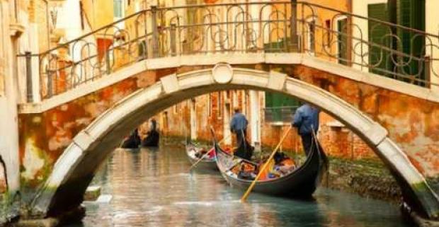 Krásne chvíle v krásnom meste. Romantická dovolenka pre 2 osoby v 3* hoteli, ktorý sídli v starobylom paláci pri Benátkach s raňajkami.